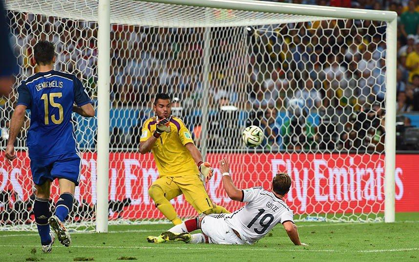 18 x 12 Photo - Football - FIFA World Cup 2014 WINNERS - Germany - Goetze Goal