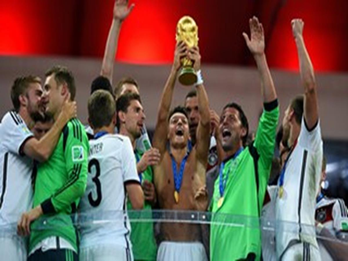 52 - 30 x 20 Photo - Football - FIFA World Cup 2014 WINNERS - GERMANY