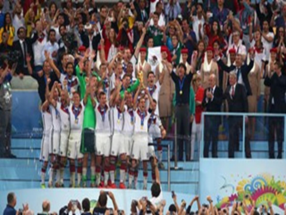 44 - 8 x 6 Photo - Football - FIFA World Cup 2014 WINNERS - GERMANY