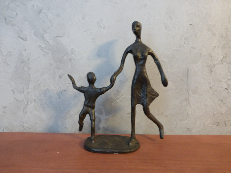 Design Toscano Mother walking Child CAST IRON STATUE SCULPTURE