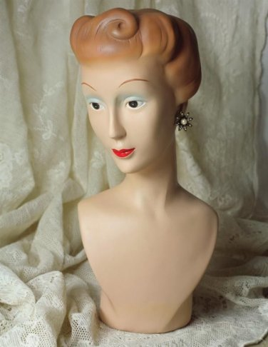 BEAUTIFUL VINTAGE STYLE MANNEQUIN BUST,JEWELRY DISPLAY,6.75'' X 13.5''H