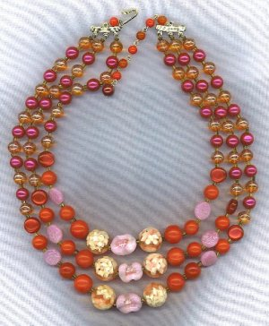 **SALE!!** FREE SHIPPING!! VTG. ART GLASS IN REDS & ROSE 3 STRAND BEAD NECKLACE