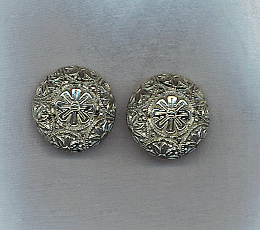 BEAUTIFUL SILVER EARRINGS WITH TIMELESS DESIGN