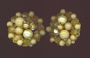 VTG. CHAMPAGNE COLOR EARRINGS WITH AURORA BOREALIS RHINESTONES