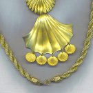 ELEGANT GOLD SHELLS PENDANT NECKLACE