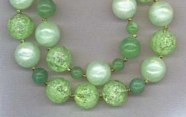 FANTASTIC 2 STRAND VINTAGE BEAD NECKLACE IN GREENS