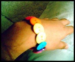 rainbow.button.bracelet2
