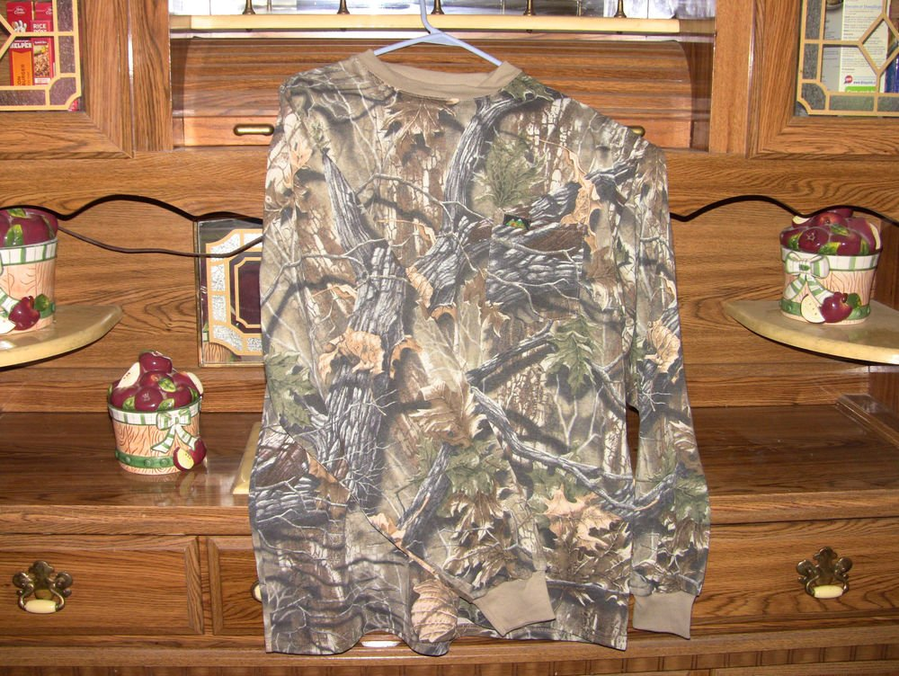 Camouflage Longsleeve Shirt w/ front pocket & rimmed collar/cuffs - NEW - L/XL