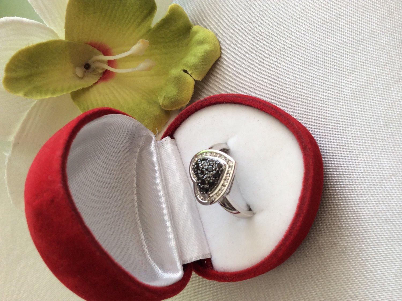 14k black and white diamonds heart ring