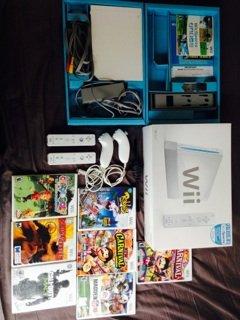 Nintendo Wii Console + Game Bundle