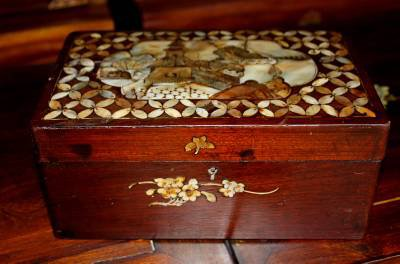 Exquisite Chinese Mother of Pearl Asian Wood Box