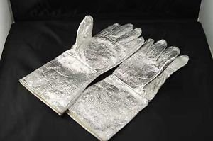 One Pair Five Fingers Aluminum Foil High Temperature Heater Resistant Gloves