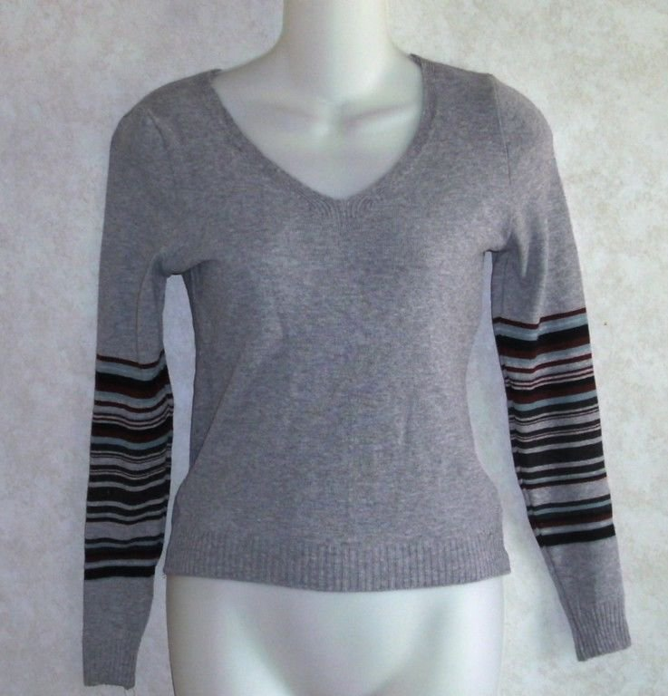 NEW Cherry Knit Junior Large 11 13 Light Gray V-Neck Long Sleeve Striped Sweater
