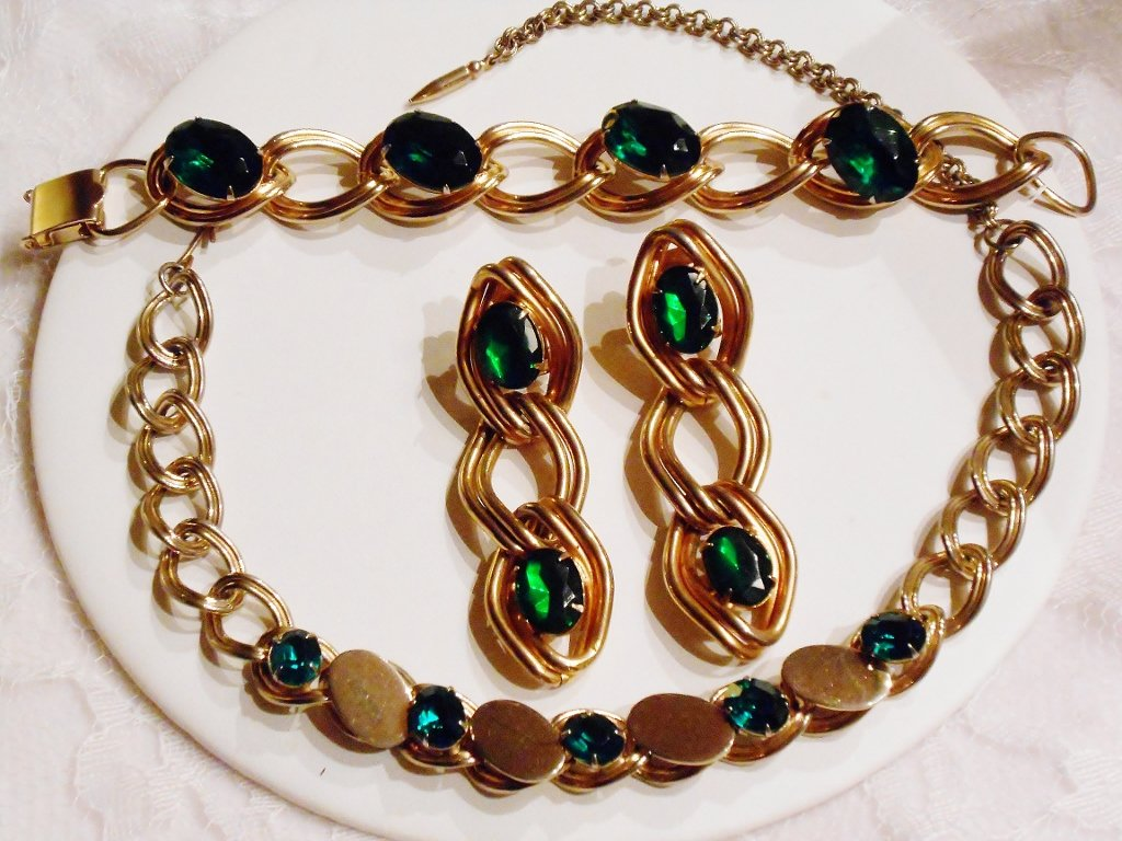 Green Stones and Chains Set