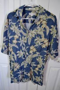 Pierre Cardin Men's Floral Pattern Blue 100% Rayon Hawaiian Shirt Size Medium