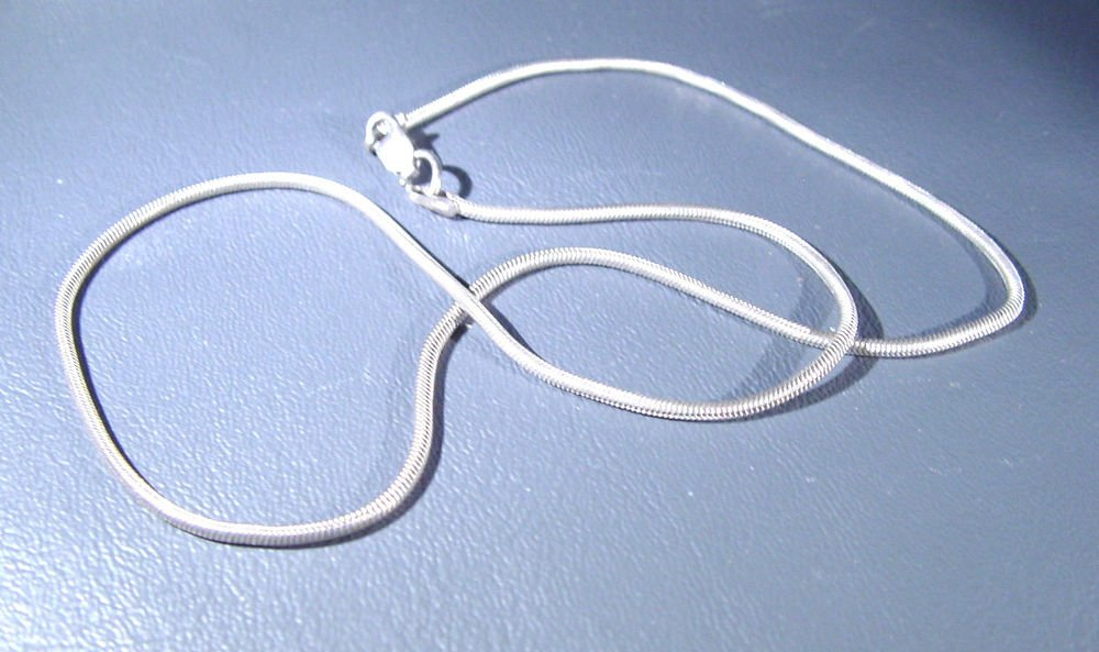 """Sterling Silver Necklace 7.2 grams 16"""" long   Marked 925 Italy"""