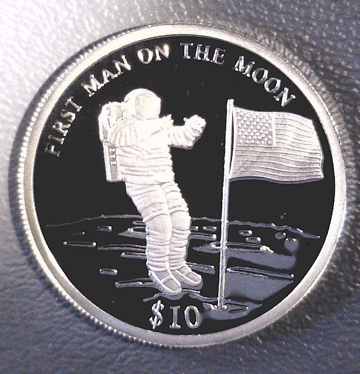 """2000 Liberia Silver Proof $10 coin """"First Man on the Moon"""" KM#503 .2746 ASW"""