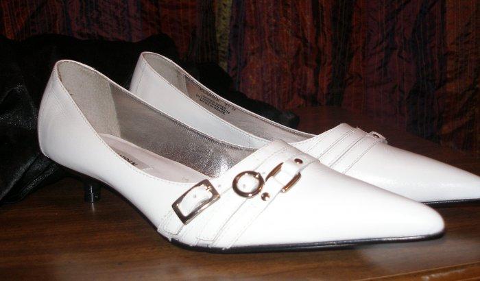 Steve Madden kitten heels size 7.5