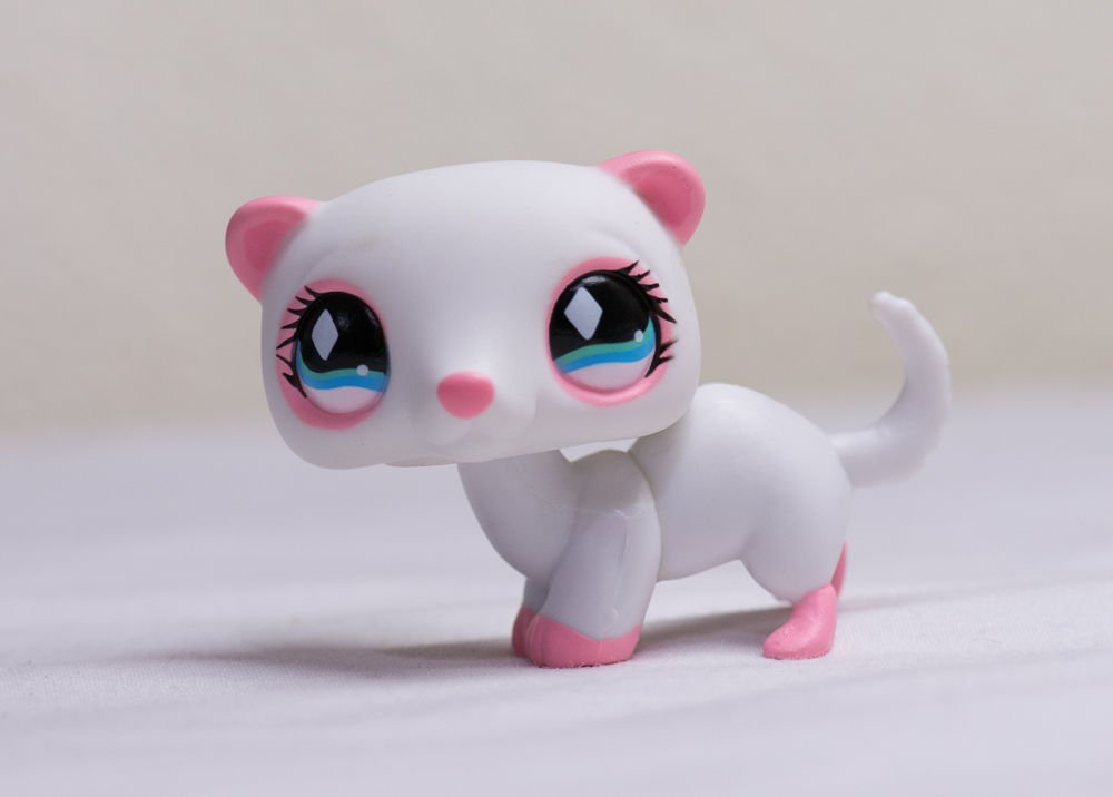 Littlest Pet Shop LPS #520 White Pink Ferret w/ Blue Diamond Eyes