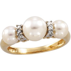 14kt Gold Freshwater Cultured Pearl & Diamond Ring