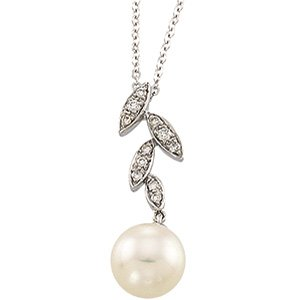 14kt White Gold Freshwater Cultured Pearl & Leaf Pattern Diamond Necklace
