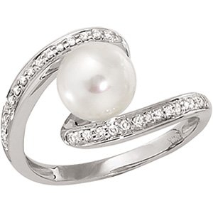 14kt White Gold Freshwater Cultured Pearl & Diamond Ring