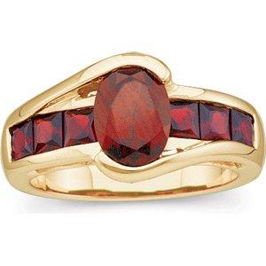 14kt Yellow Gold Garnet Ring