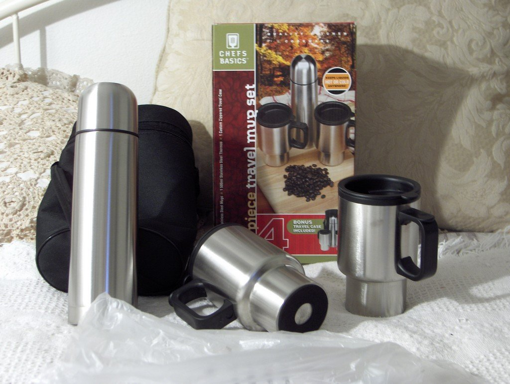 CHEFS BASICS 4 Piece Travel Mug Set Thermos Carry Case