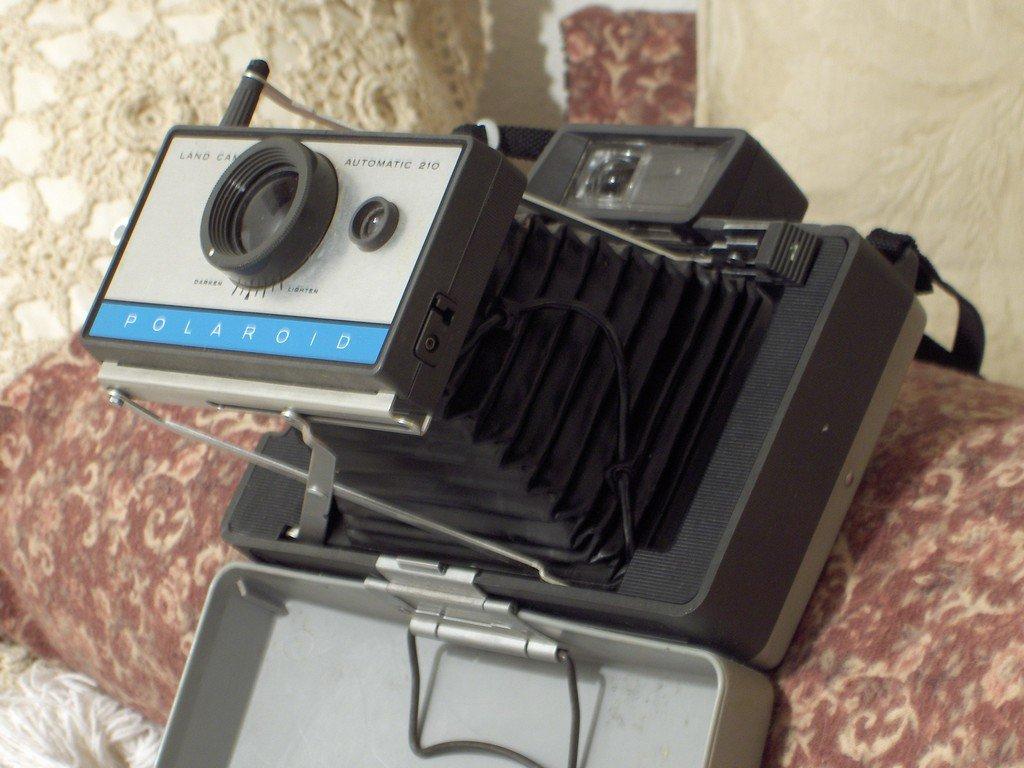 POLAROID 210 Folding Camera Vintage Photography