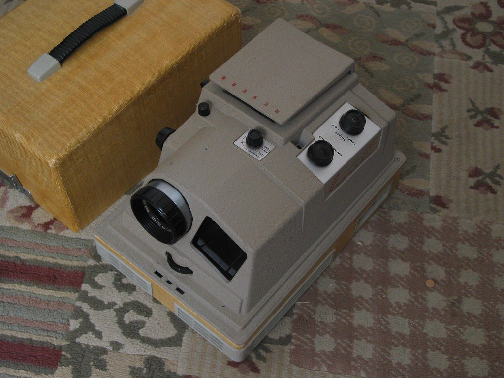REVERE P 888 Automatic 2 X 2 Vintage Slide Projector