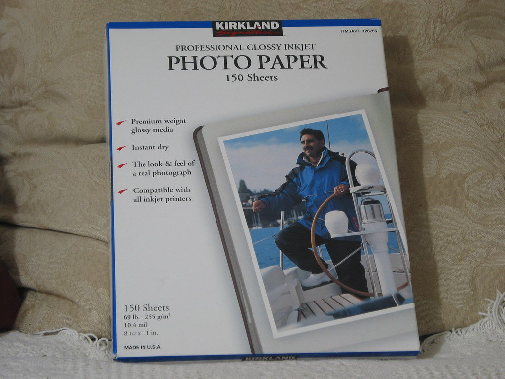 KIRKLAND 69 lb 8 half X 11 Glossy Photo Paper USA