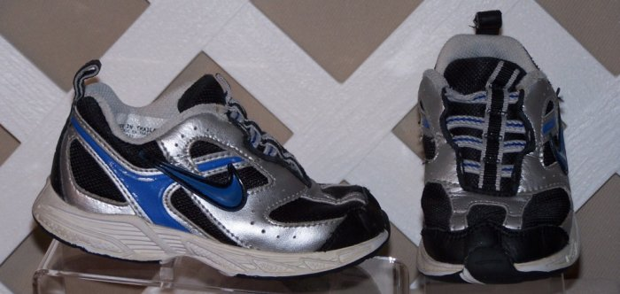 Boys Black & Silver Nike Shoes Size 8
