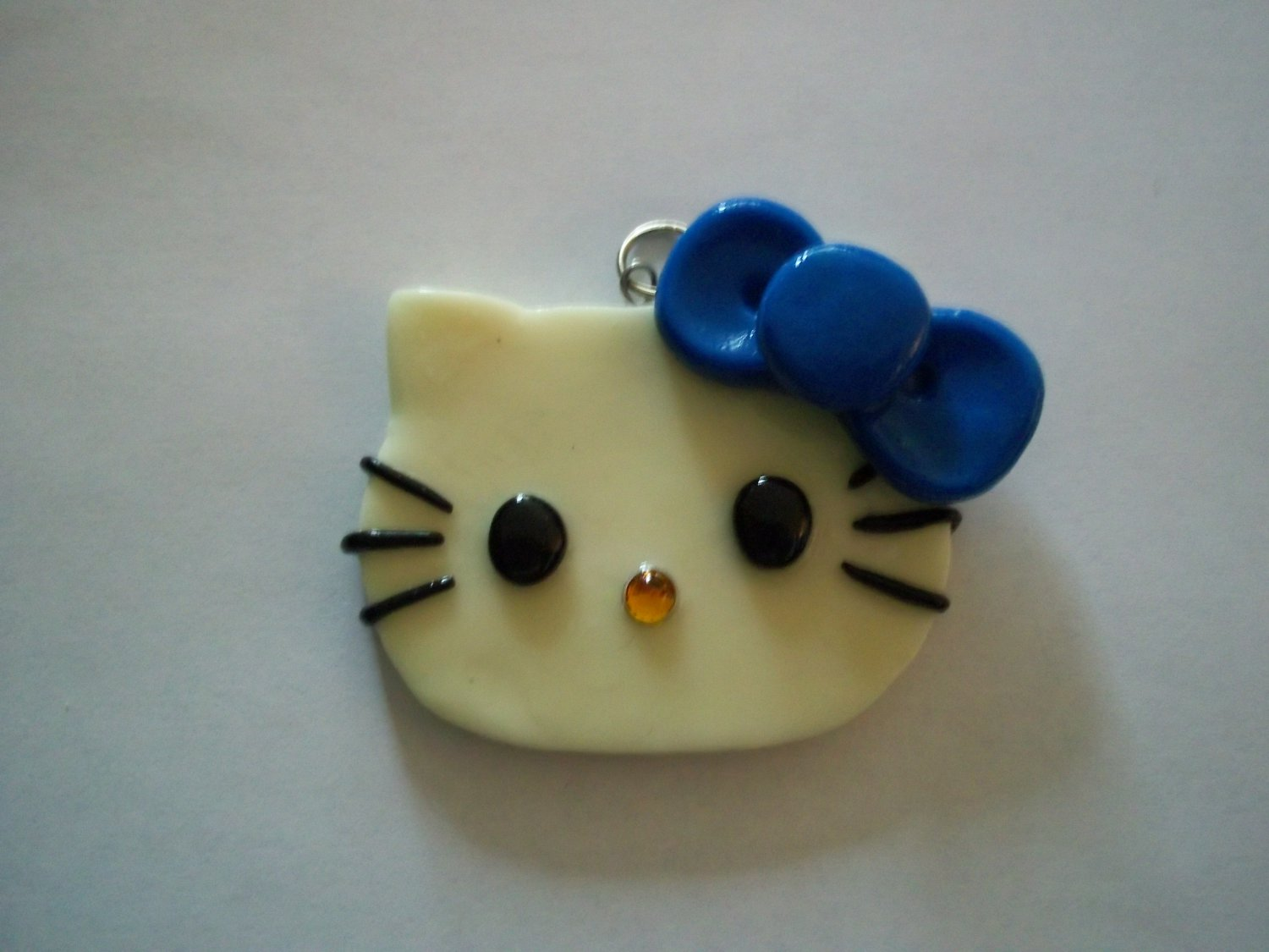 Glow-In-The-Dark Hello Kitty Necklace (Blue)
