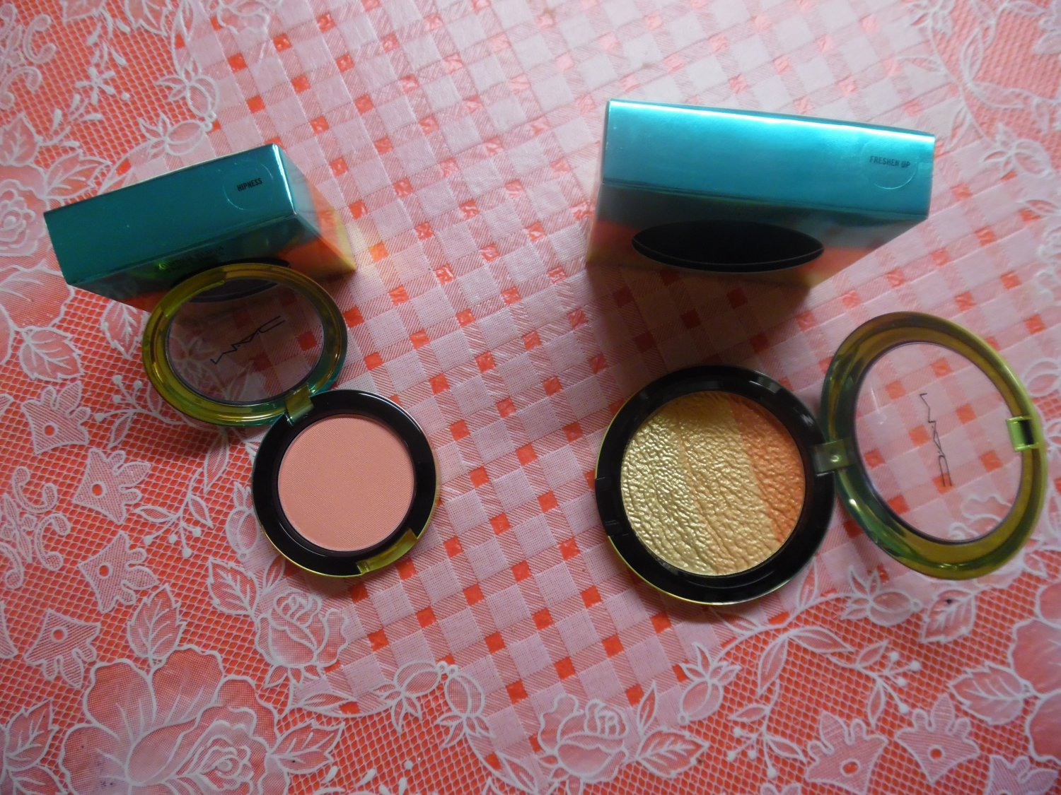 """MAC LIMITED EDITION Wash And Dry Blush """"Hipness"""" And High-Light Powder """"Freshen Up"""""""