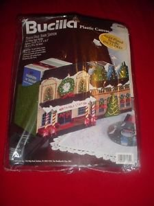 1998 NIP Bucilla Plastic Canvas NORTH POLE TRAIN STATION CD/DVD Kit Holder NIP