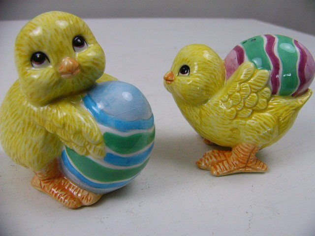 "NEW W/BOX Fitz & Floyd ""CHICKS & EGGS"" SALT & PEPPER SET * Easter Bunnies * NIB"