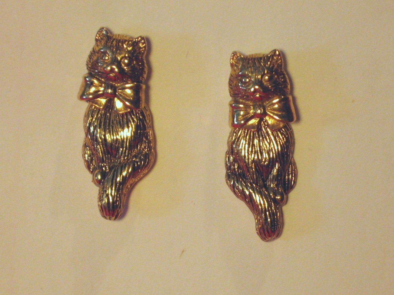 Avon pierce Cat Earrings Vintage 2 piece Gold tone Kitten Post