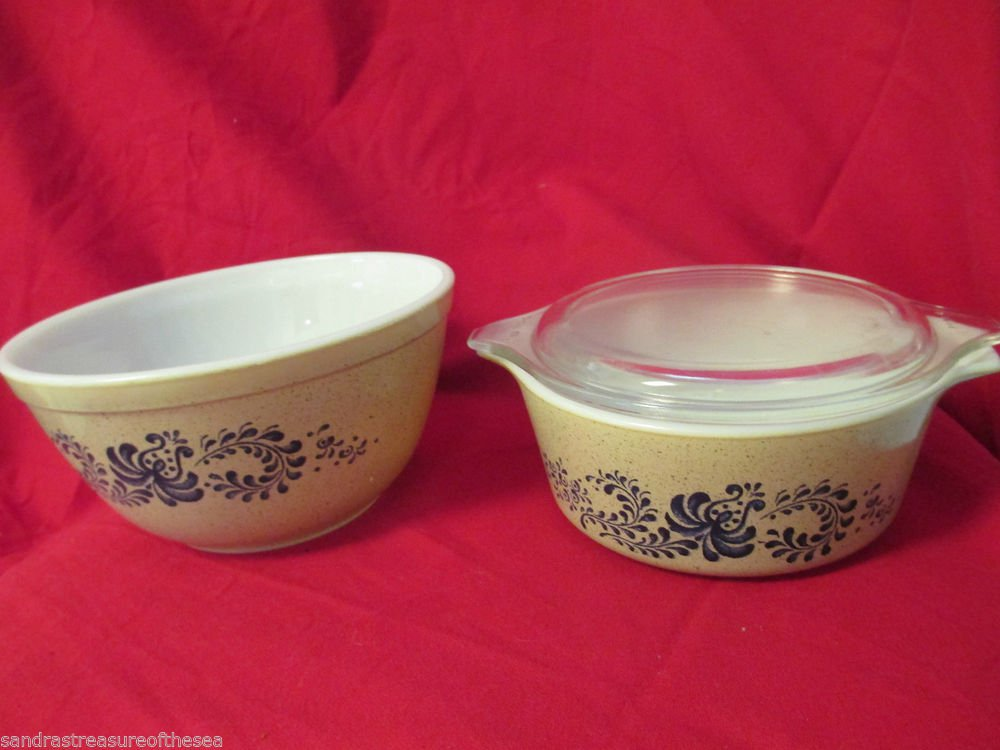 Vintage Pyrex Homestead Seven Inch Mixing Bowl and Casserole with Lid 470 1/2 Qt