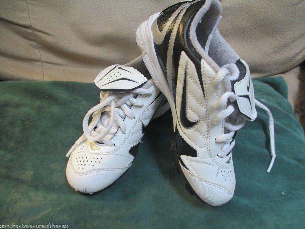 Youth Unisex  Nike Cleats Size 13 White Black Soccer Baseball Athletic Shoes