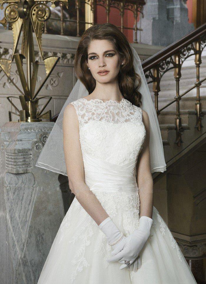 Sexy Short Wedding Dress Lace Fashionable High Neck White Plus Size Wedding Dress