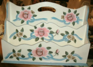 LETTER HOLDER/COTTAGE, COUNTRY/BEACH/WHITE FLORAL W/PINK/BLUE/