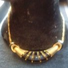 NECKLACE/GOLD TONE & BLACK/VINTAGE/PRE-OWNED/MODERN/ATTRACTIVE/LINK CHAIN STYLE