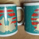 MUG/HOLIDAY/CHRISTMAS/PAIR OF MUGS/VINTAGE/PRE-OWNED/WREATH'S/70'S