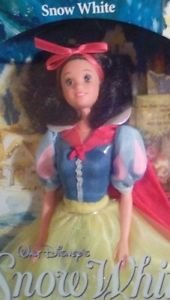DOLL DISNEY SNOW WHITE DOLL 1992  VINTAGE #7783 BY MATTELL BOOKLET BOXED