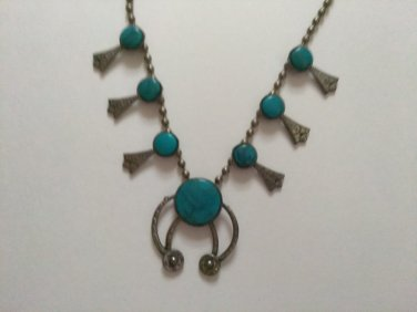 NECKLACE SILVER TONE FAUX TURQUOISE VERY VINTAGE SOUTHWESTERN STYLE NECK WEAR