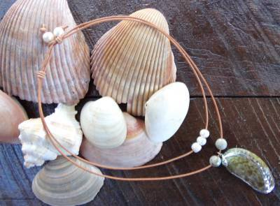 Large Hole Pearl and Leather Necklace Gilligans Boutique Made In USA N205 ~
