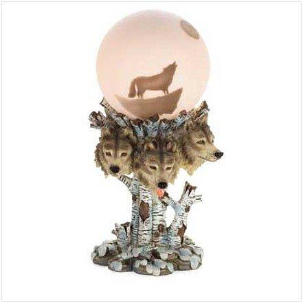 3712700: Beautifully Detailed Wolf Globe Lamp