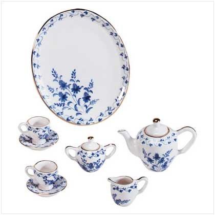 Hand-Painted Blue/White Floral Mini Tea Set-oos?