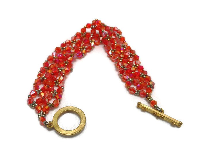 Hand Made Women's Red Crystal Bracelet (B01545)