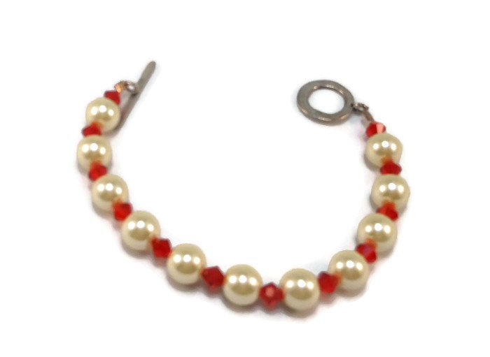 Hand Made Red & White Women's Beaded Bracelet (B02726)